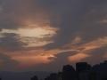 大自然的調色板!北京日落時分現絕美橙粉晚霞 彩虹隱約可見