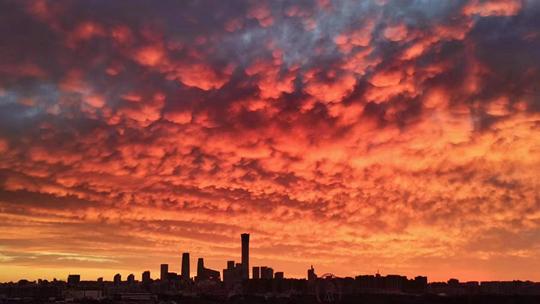 你看到了吗?今晨北京天空美翻了 绚丽朝霞染红天际
