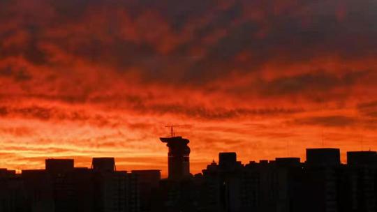 看到了吗?今晨北京天空美翻了 绚丽朝霞染红天际