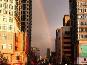 美!哈尔滨雨后现彩虹 为夏日增添浪漫气息