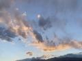 新疆阿合奇晚霞变幻莫测 为天空增添色彩