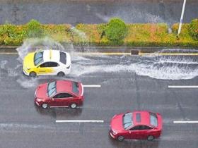 受南海热带低压影响 海口降暴雨出行受影响