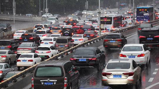 注意安全!北京暴雨致早高峰受阻