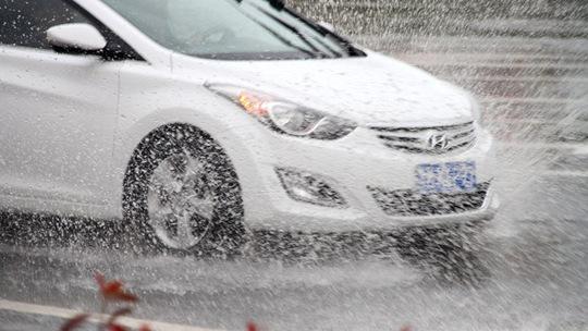 山东威海开启降雨模式 市民出行受影响