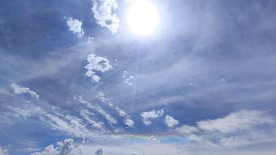 惊艳!青海湟中天空现日晕和环地平弧