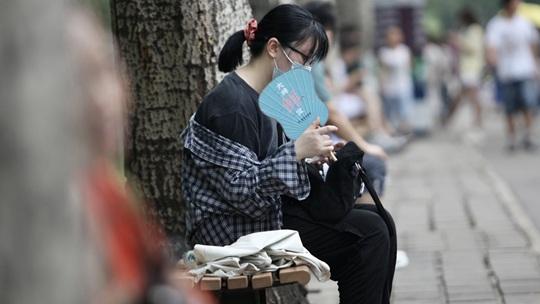 """三伏天北京闷蒸天气""""众生相"""" 各有妙招消暑热"""