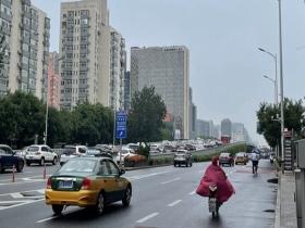 北京早高峰已开启降雨模式 暴雨蓝色预警生效中