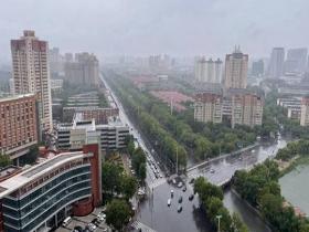 """""""烟花""""影响天津 雨点密集路面湿滑"""