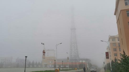 立秋遇大雾 今晨内蒙古图里河镇雾气弥漫