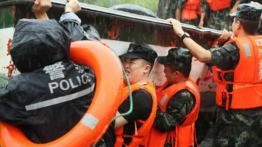 四川暴雨12万余人受灾 紧急救援在行动