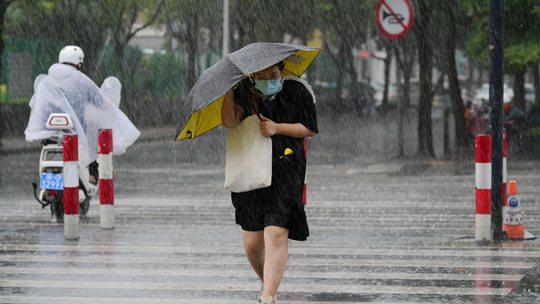 浙江金華遭遇強對流天氣 雨如傾盆