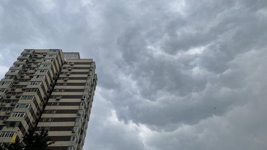 """北京天气""""变脸""""风雨欲来 镜头记录云层变幻莫测"""