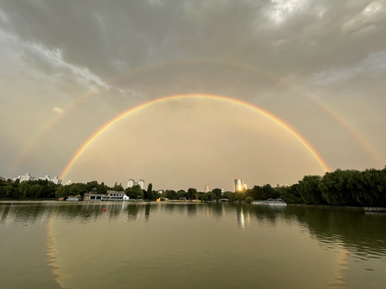 绝美!北京雨后再现双彩虹景观 刷爆朋友圈