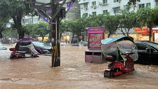 強降雨導致四川安岳縣城多處積水