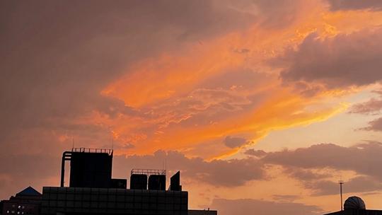 抬头看!北京海淀雷雨过后现美丽晚霞