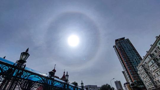 """耀眼!哈尔滨出现""""日晕""""景观"""