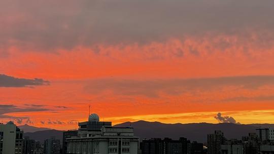 绝美!北京上空瑰丽火烧云稍纵即逝 你看到了吗?