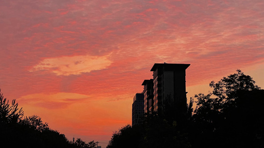 早起福利!错过的来看这组图 北京绝美朝霞染红天