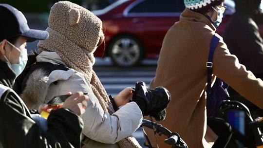 北京晴冷上线 市民冬装上阵