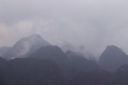 都安雨后山间云雾缭绕