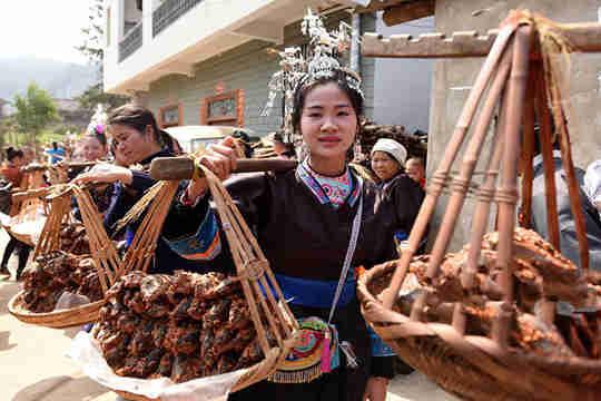 三江:多彩婚俗闹新春