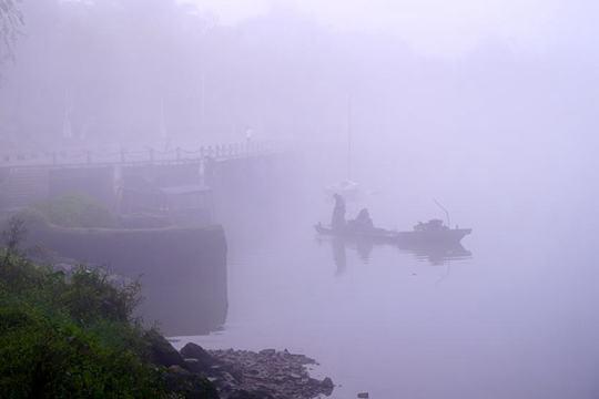 冷空气来迟钦州大雾浓