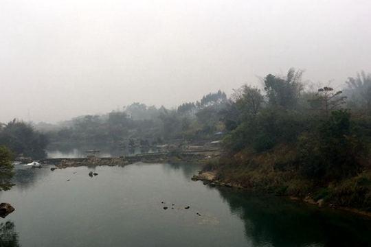 今早来宾市区雨雾朦胧