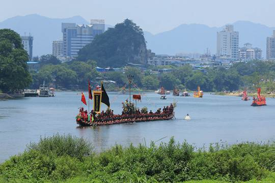 桂林端午市民观看龙舟