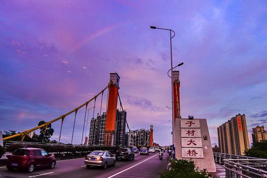 钦州城区雨后彩虹晚霞聚