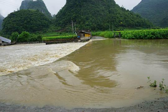 强降雨致环江乡镇受灾