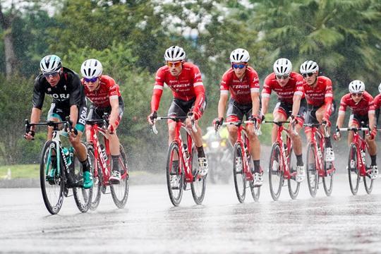 钦州:雨中速度与激情