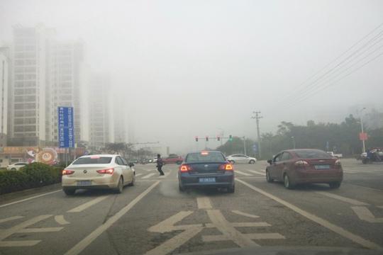 崇左市现200米浓雾