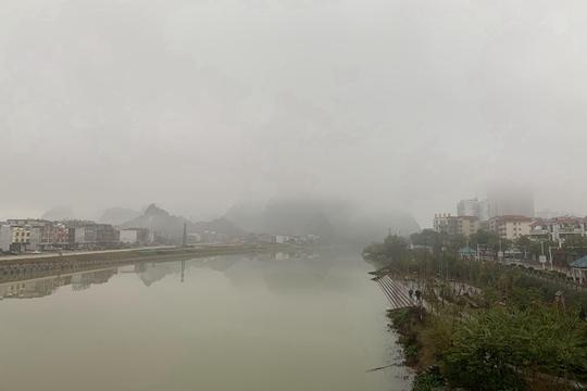 大雾中贺州烟雨朦胧