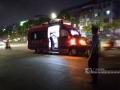 广西新闻网南宁4月13日讯(记者 樊成甫 通讯员 刘国勇)4月13日晚7时40分许,广西花鸟市场第10栋花草批发市场二楼出现火灾。现场,趁着风势,火势从东向西蔓延100多米,整个花市区已陷入火灾之中。目前,消防车已赶到,消防人员正全力灭火,据了解,现场已启动无人机喷洒进行灭火作业。民警也在维护现场秩序。据有关市场租户介绍,这些铺面都是清明前后新上的货,每家损失大概十万至几十万元不等。