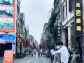 中国天气网广西站讯 今天(4日)是五一假期的最后一天,很多游客开始返程,北海市的沙滩、街道上较前几日冷清了不少。北海气象台预报,明天北海有雨,提醒公众出行备好雨具,避免被雨淋湿;雨天路滑,游客返程路上需注意交通安全。(图文/黄靖杰)