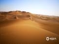 中国天气网讯 新疆鄯善县库木塔格沙漠被称为世界上离城市最近的沙漠,茫茫沙漠,只见沙黄天蓝,蔚为壮观。图为沙漠干净完美,沙粒细腻。(图/梁泽浩 文/苏庆红)