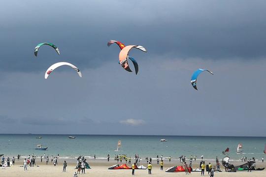 北海天气利于风筝板比赛