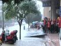 中国天气网广西站讯 6月9-11日,河池市多地遭受强降雨袭击,灾情多发。图为11日上午,南丹县城关镇出现内涝,11日上午,南丹县城关镇出现内涝,群众出行受阻。(图/杨哲 文/叶小丽 杨哲)