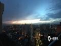 中国天气网广西站讯 6月11日傍晚时分,来宾市雨水停歇,天空出现绚丽的晚霞,蔚为壮观。(图/黎高原 文/苏庆红)