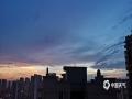 中国天气网广西站讯 6月11日傍晚时分,来宾市雨水停歇,天空出现绚丽的晚霞,蔚为壮观。(图文/苏庆红)