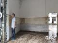 中国天气网讯 6月6日以来,河池市南丹县多地出现暴雨,局地大暴雨天气。强降雨导致南丹县境内刁江上游河水暴涨,多处山体滑坡、塌方,多条道路中断,地质灾害隐患极大。6月13日白天起,河池市境内强降雨趋于结束。据河池市气象台预报,未来三天南丹县以多云天气为主,有利于灾后的恢复和重建。图为洪水退去后,可看到积水深度接近一米七。(文/许翊楠 图/黄冬梅)