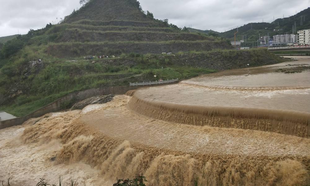 百色西林江河超警戒水位