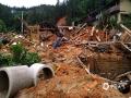 中国天气网广西站讯 7月9日凌晨开始,柳州融安县出现持续性强降雨天气,局部乡镇出现特大暴雨,其中板榄镇3小时累计雨量达到187.3毫米,24小时降雨量达323.7毫米,板榄镇四平村、山尾村、木吉村、大将镇三马屯等多个地方受灾。大暴雨导致河水上涨,阻碍了县城通往乡镇的道路,部分路段出现山体滑坡、道路塌方,农房倒塌,乡镇被淹,大片农作物受灾严重。(文/钟林祥 李宜爽  图/陈一新)