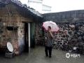 中国天气网广西站讯 昨天(12日)夜间到今天早晨,柳城县北部出现了暴雨到大暴雨,最大雨量出现在古砦街站(237.9毫米)。强降雨造成古砦乡进出道路阻断,农田被淹,乡镇干部入户疏散群众,确保群众人身财产安全。(图/古砦乡政府 文/彭娟)
