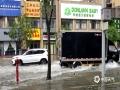 中国天气网广西站讯 昨天(12日)开始,桂林遭遇新一轮强降雨天气。截止到今天白天桂林市城区普降大暴雨、局地降雨量达到特大暴雨量级。市区多处内涝严重,解放桥下由于河水倒灌,积水最深达到一米,交通中断。此外,普陀路、万福路、会仙路等部分路段积水严重。(图/唐荣娟 文/胡静)
