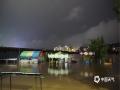 中国天气网广西站讯 受高空槽、切变线影响,12日-14日,广西遭遇新一轮强降雨袭击,桂林、柳州、河池、钦州、贺州等市多地出现城乡积涝、中小河流超警戒水位洪水、山体滑坡等灾害,给群众的交通出行及生活生产造成了不利影响。图为13日,桂林市全州县滨江路边的游乐设施被淹。(图/华琦孜 文/赵祖华 刘婷 李严萍 梁月丽 蒋敏霞 吴健杰)