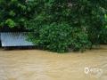 中国天气网广西站讯 受切变线和偏南气流影响,7月15日0时至11时,南宁市武鸣区普降大雨到暴雨,据自动监测站统计,达到暴雨量级的站点已达12个(占31%)。当天0时至12时武鸣区马头、陆斡、罗波、两江等乡镇以及大明山出现暴雨天气,最大降雨出现在马头镇,达93.7毫米。因强降雨影响,马头镇多处地区受灾,马头社区骆越文化广场被淹,马头镇荣庞村水淹面积为30亩,农作物玉米和花生也多处受灾。(图文/韦倩丽)