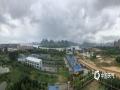 中国天气网广西站讯 受近日的暴雨天气以及上游的柳江影响,来宾武宣县黔江段水位上涨,7月15日14时出现56.80米的洪峰水位(警戒水位55.7米),超警1.10米。(文/陈凤梅 图/钟博)