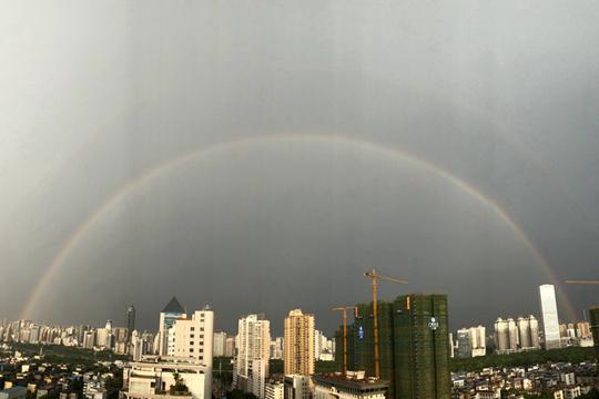 双彩虹横挂南宁上空
