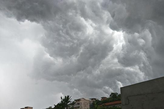 田林大雨前的风云突变